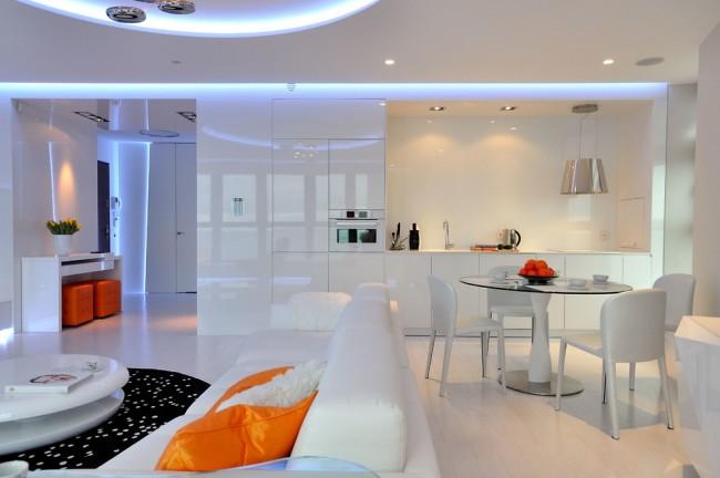 Белая кухня с неоновой подсветкой и утонченным круглым столом