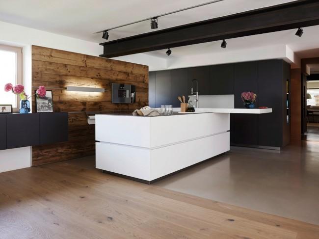 Кухня хай-тек с угловатыми формами и четкими линиями