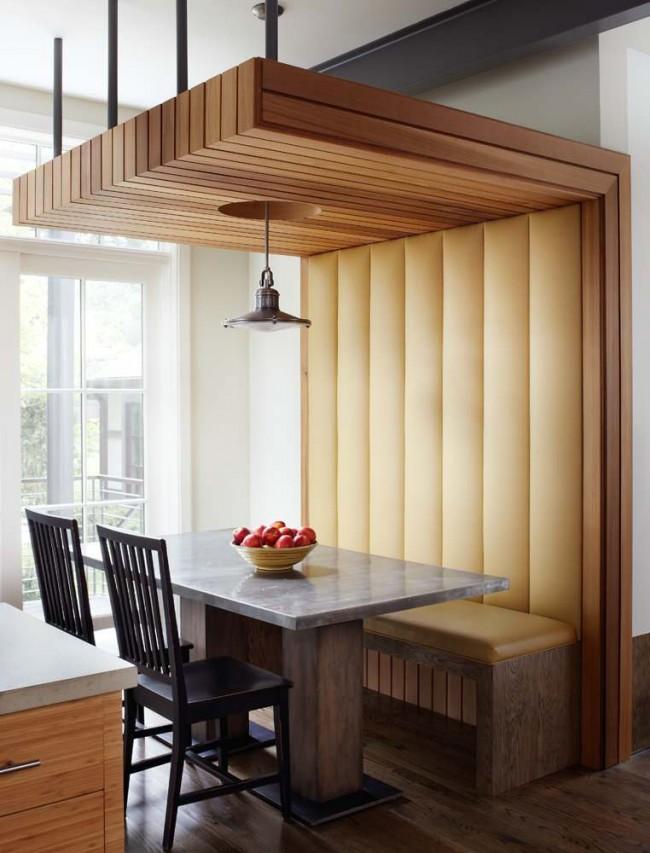 Стиль модерн в дизайне мебели: совершенно обычный предмет мебели становится центром внимания в кухне. Под такой скамейкой, кстати, можно аккуратно хранить вещи в прямоугольных корзинках