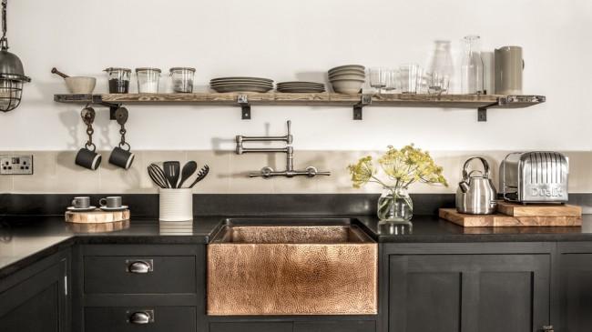 Хозяйке, да и всей семье, конечно же, нужны стильные и удобные шкафы, которые можно было бы разместить даже в маленьком помещении