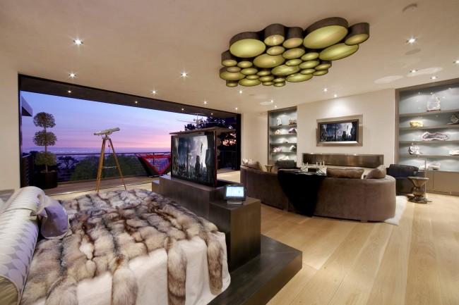 Потолочный светильник на много источников света. Идеален для низкого потолка и подойдет под многие современные стили