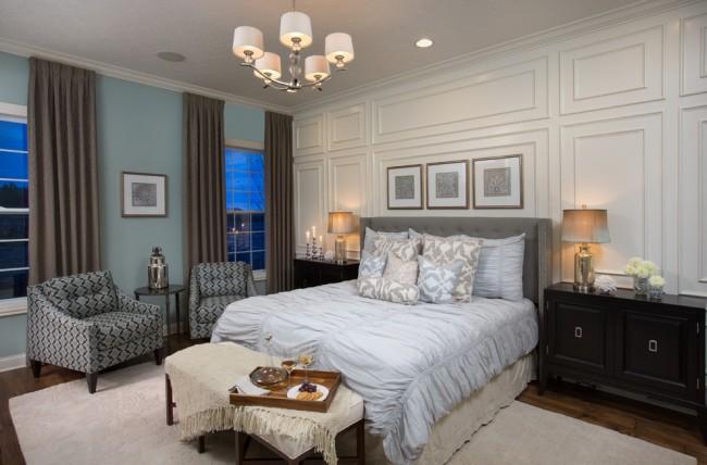 Если вы предпочтете декорировать окна внутри помещения, а не снаружи, то молдинг должен полностью соответствовать по стилю и фактуре