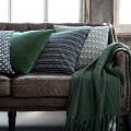 30+ уютных идей накидки на диван для украшения и защиты мебели (фото) фото