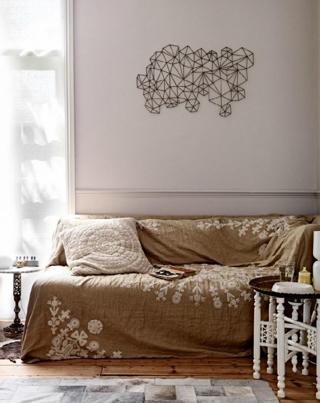Льняное покрывало на диван с ручной вышивкой