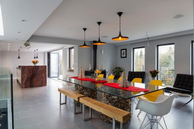 Обеденная зона является основным декоративным акцентом кухни