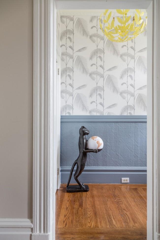 Бледные, скромные тона, но броский растительный рисунок - украшение дома в переходном стиле