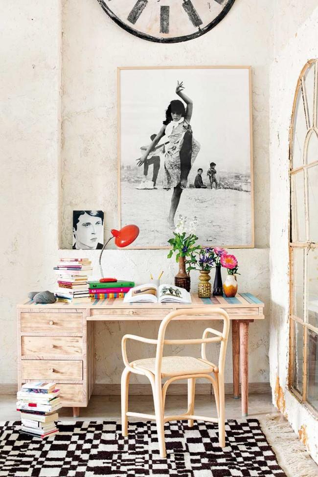 Очень аккуратный письменный столик из массива со стулом из натурального дерева