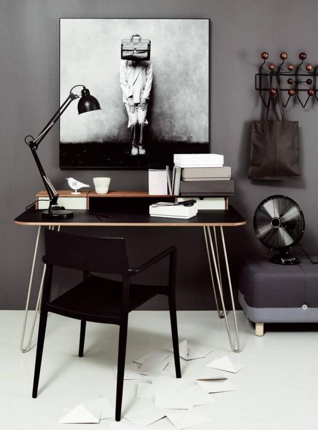 Оригинальный стол из МДФ с черной столешницей на металлических ножках