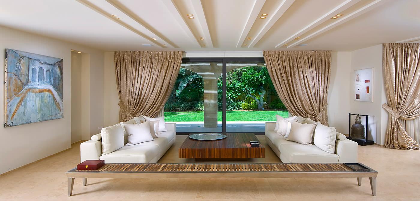 Интерьер гостиной с низким потолком фото