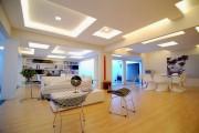Фото 11 Потолок из гипсокартона в зале: 90+ роскошных интерьеров для гостиной вашей мечты