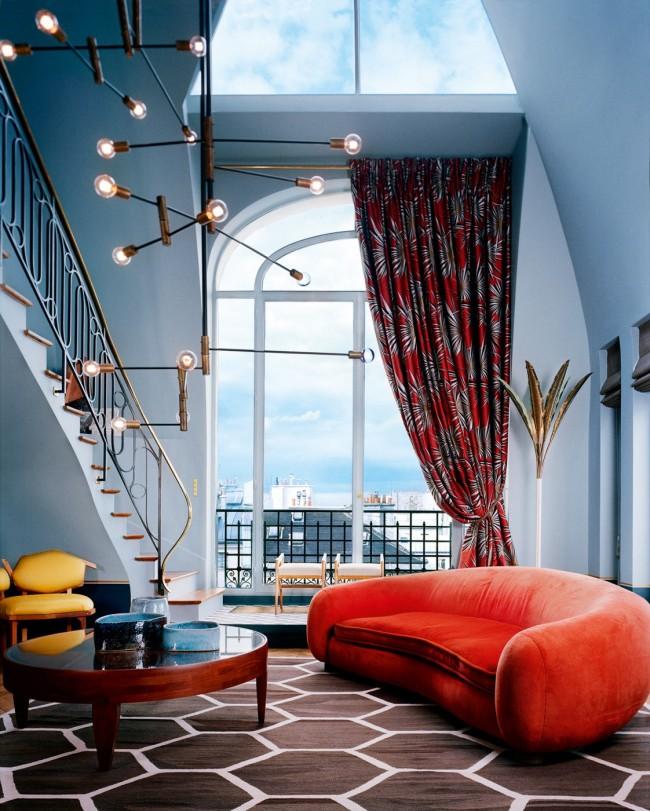 Эклектичная мансардная гостиная