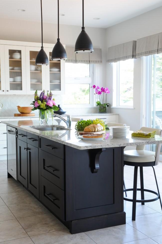 Льняная коротка штора в классической кухне
