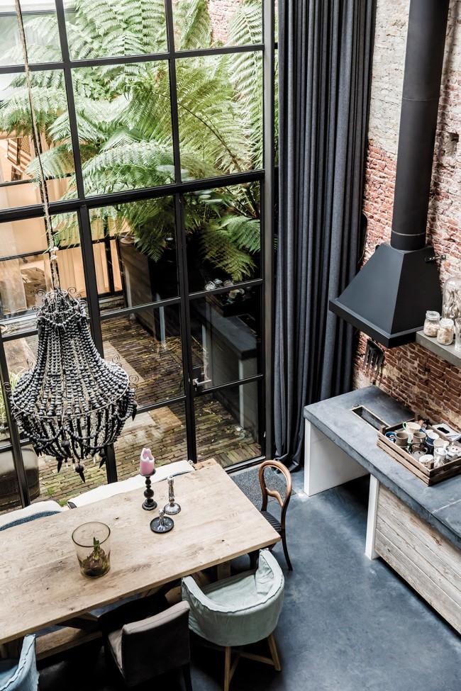 Двухуровневая штора в панорамной кухне в стиле лофт