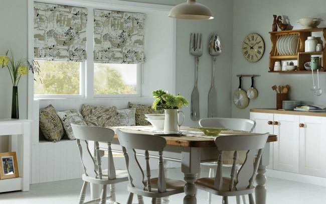 Штора, не пропускающая естественное освещение, подойдет для кухни, окна, которой выходят на солнечную сторону