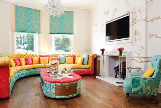 Разнообразие ярких оттенков для просторной гостиной