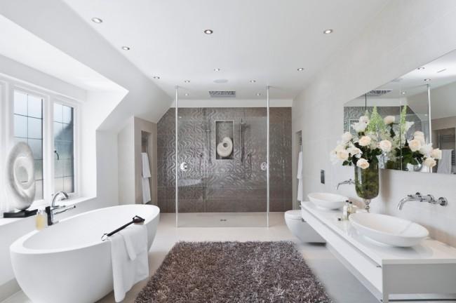 Уютная ванная комната, в которой можно спокойно отдохнуть, и восполнить потраченную за день энергию