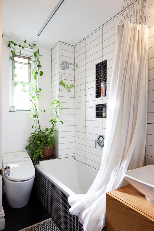 Практичный подвесной унитаз сэкономит немного пространства в совмещенном санузле. Также обратите внимание, что влаголюбивые растения можно разместить в ванной комнате с окном (или обустроив для них искусственную подсветку)