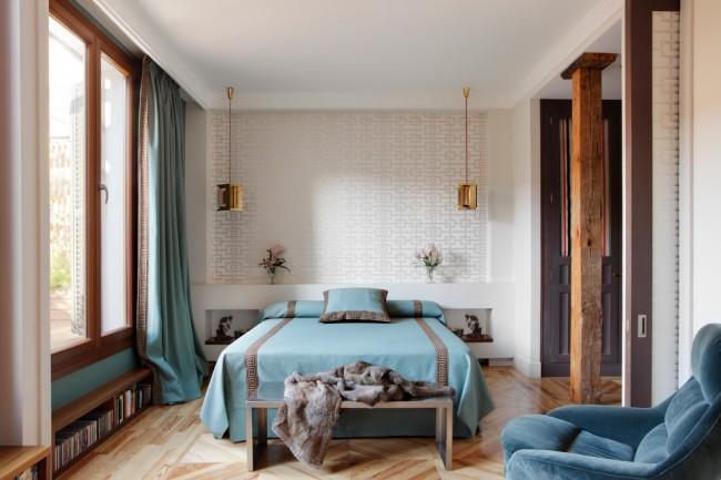 Освежающие морские оттенки в декорировании спальни
