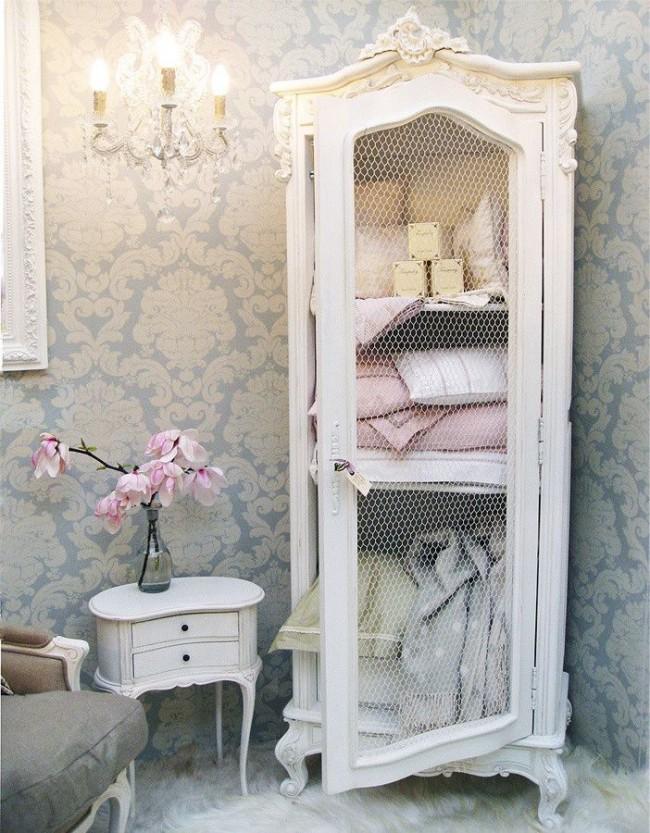 Спальня в стиле прованс отличается обилием нежных аксессуаров
