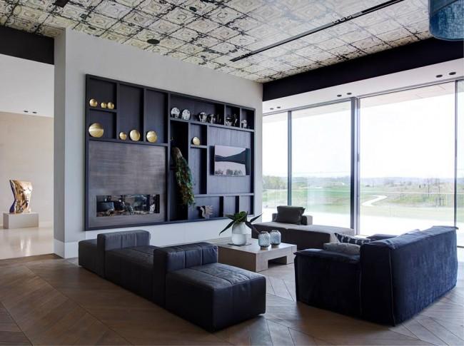 Встроенный прямой шкаф с камином и местом под телевизор
