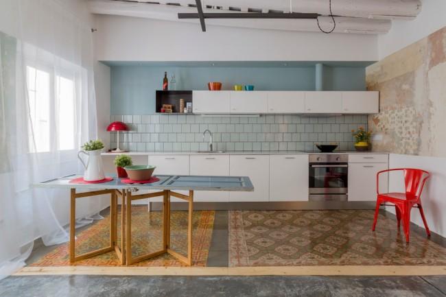 Прозрачный светлый тюль для максимального светопропускания в кухне с небольшим окном