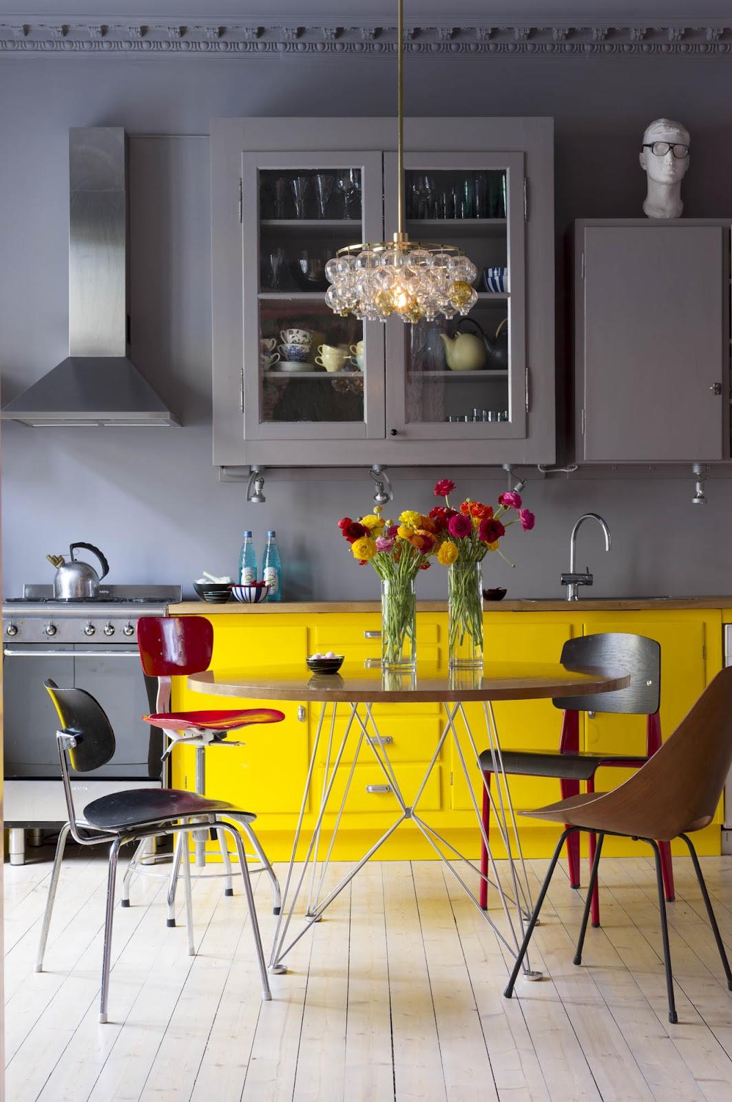 Сочетание коричневого цвета с другими цветами в интерьере кухня