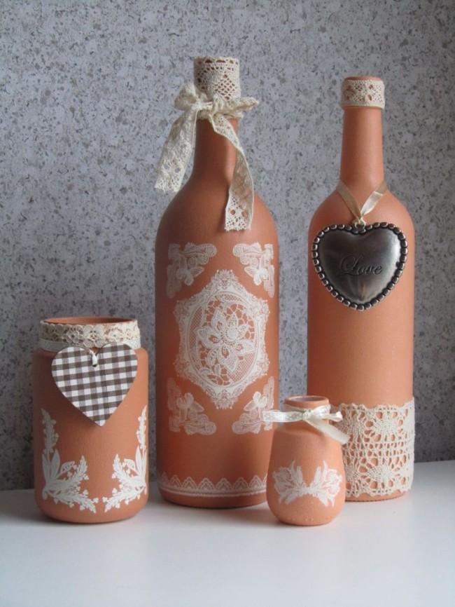 Нежные матовые пастельные бутылки с кружевной отделкой