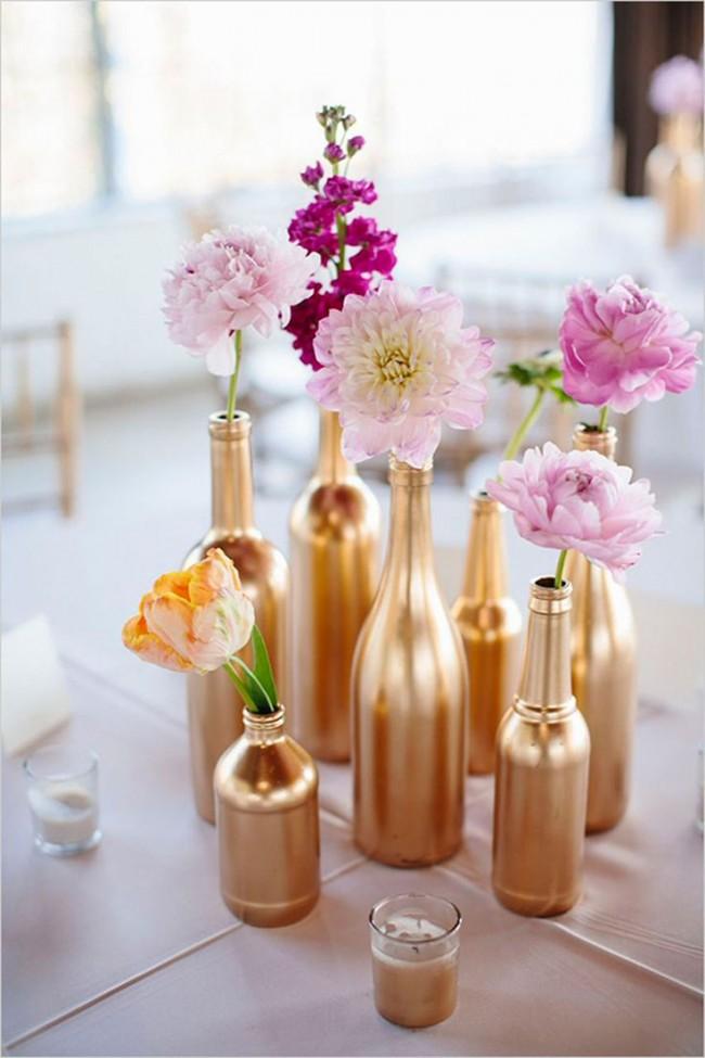 Золотистые бутылки с цветами