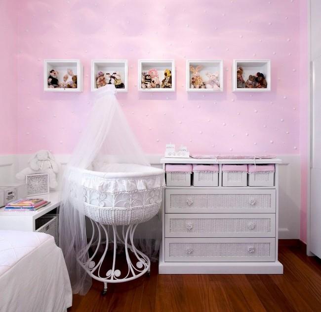 Миниатюрная кроватка под балдахином подойдет только для самых маленьких