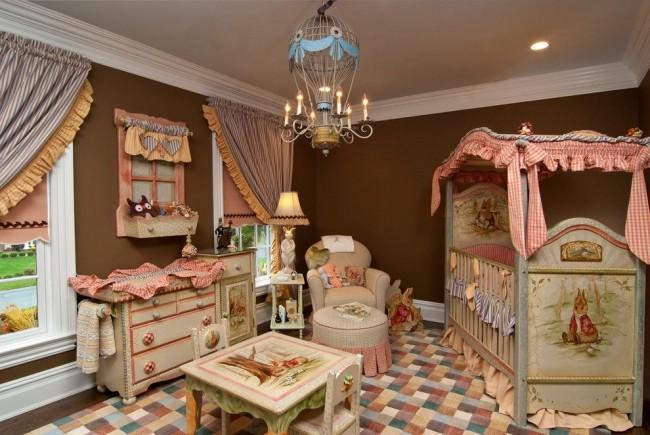 Деревянная детская кроватка в сказочной детской комнате