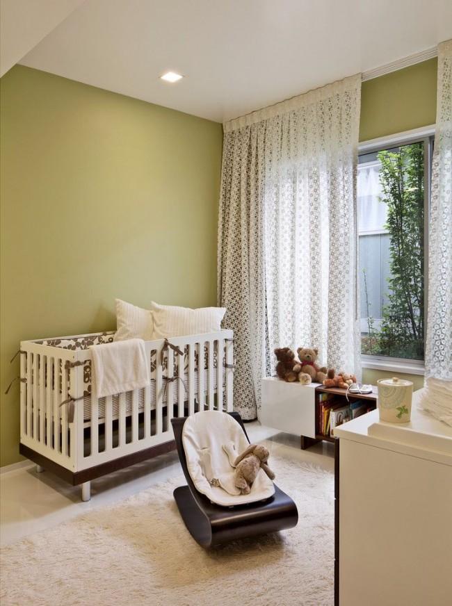 Удобный вариант кроватки с 2-3 позициями высоты дна подойдет для ребенка на вырост
