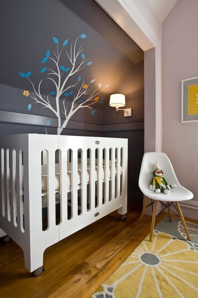 Детская кроватка в стиле модерн с распашными бортиками по одной стороне подойдут для ребенка, когда он немного подрастет
