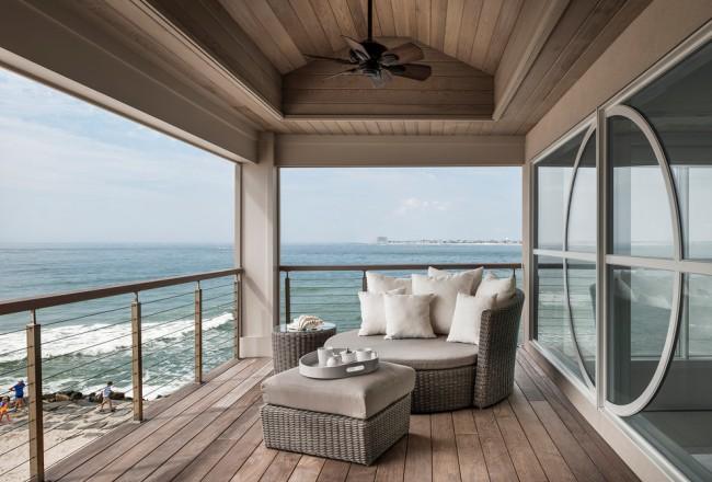 Для открытых балконов лучше использовать плетеную мебель