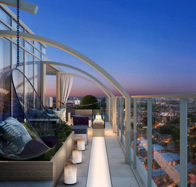 Открытый балкон многоэтажки с шикарным видом на ночной город