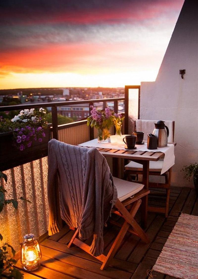 Место для отдыха на балконе.