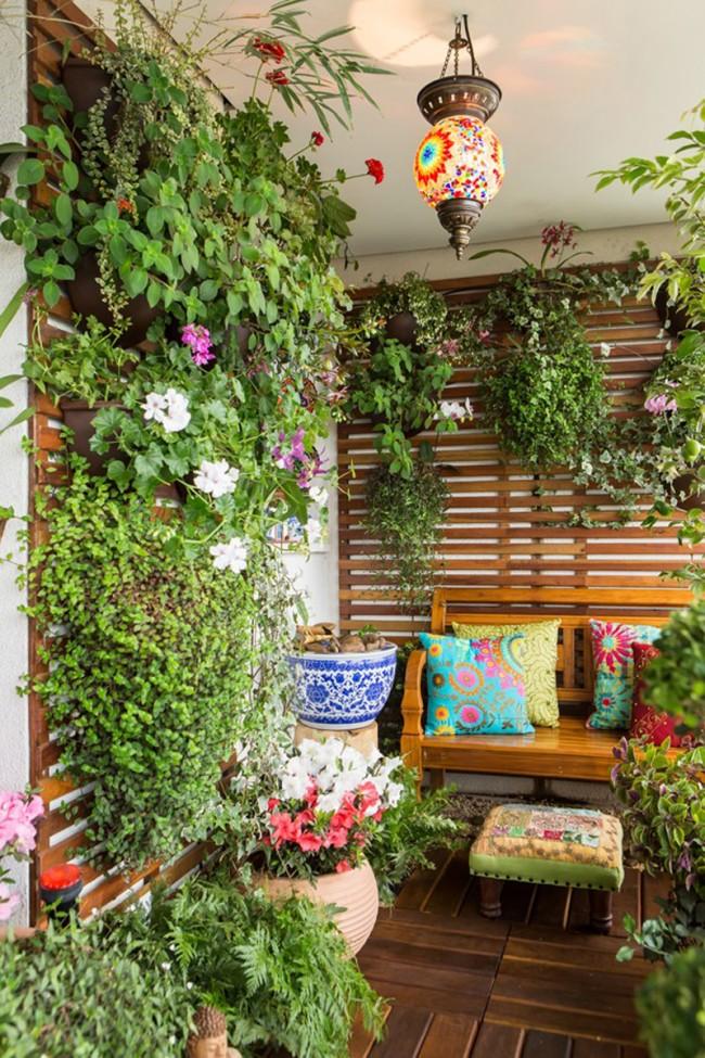 Теплый застекленный балкон значительно расширяет возможности для выбора цветов