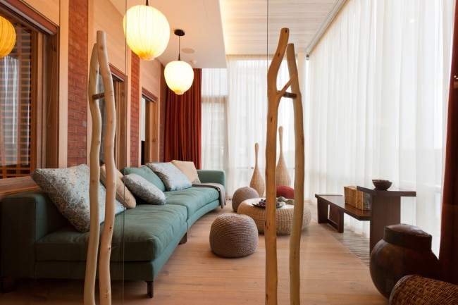 Уютная гостиная на балконе - отличный способ для экономии жилой площади