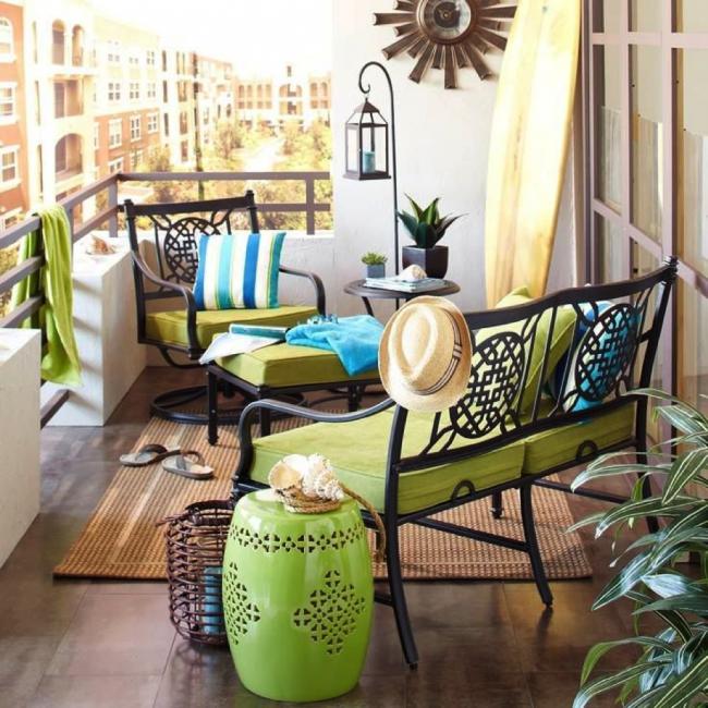 Красиво оформленная лоджия может стать местом для отдыха всей семьи