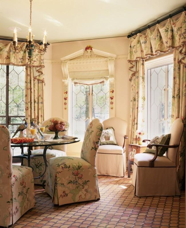 Цветочный принт - прекрасное решение для дизайна штор стиля кантри