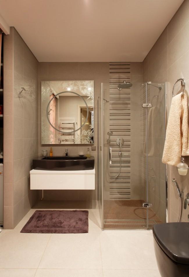 Компактное размещение зоны душа в маленькой ванной