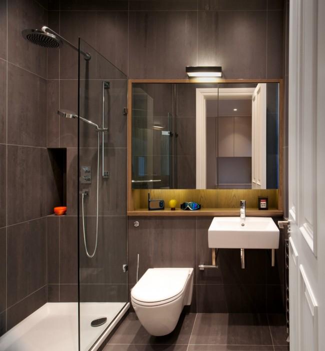 Стильная небольшая ванная комната с душевой кабиной
