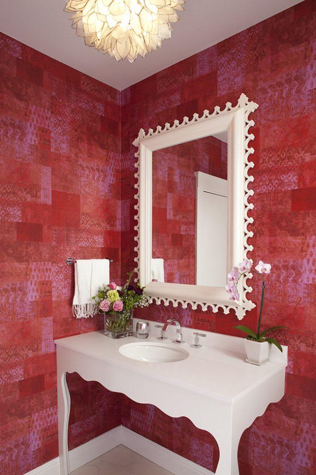 Красно-белый интерьер в дизайне ванной