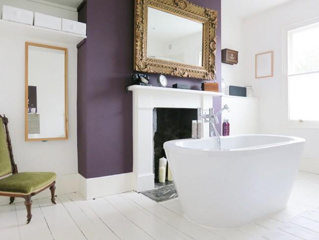 Стильная ванная комната с красивым камином