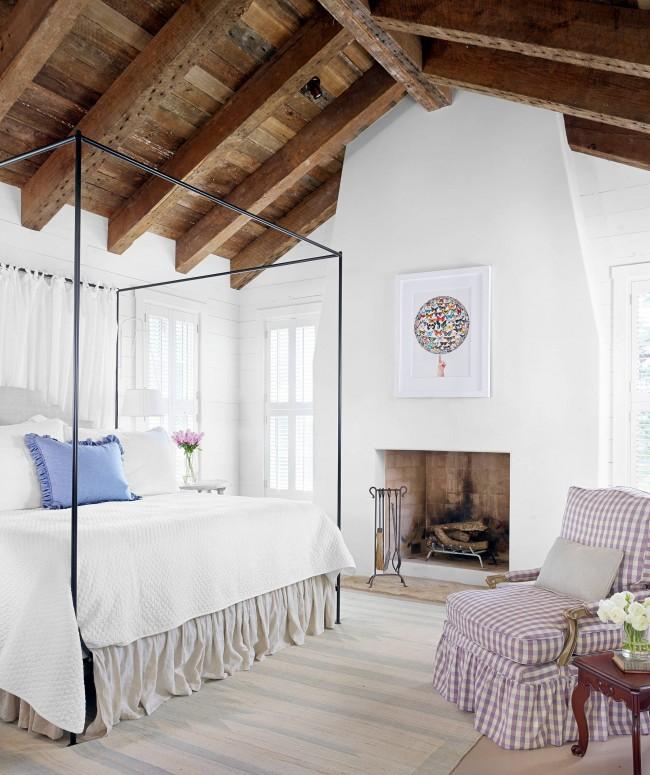 Дровяной камин в дизайне спальни стиля прованс