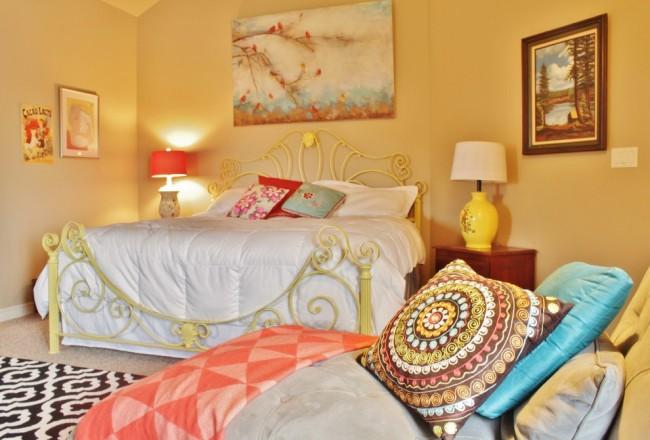 Солнечный интерьер спальни в стиле фьюжн