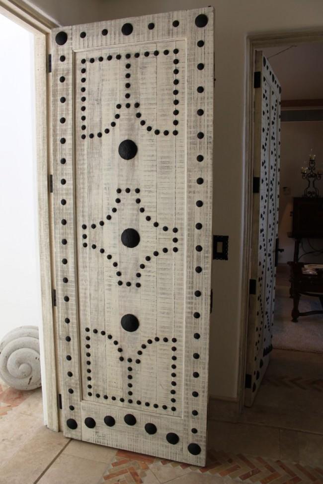 Подобный необычный дизайн украсит ваши двери