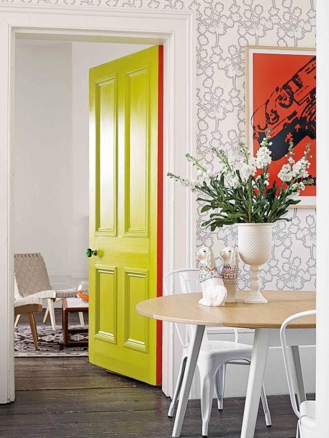 Окрашенные в салатовый цвет двери освежат интерьер