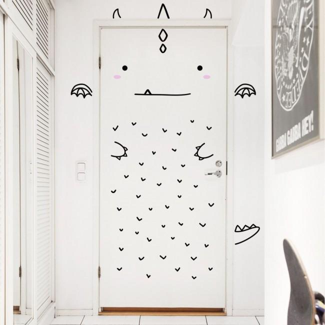 Дверь в детскую можно разрисовать