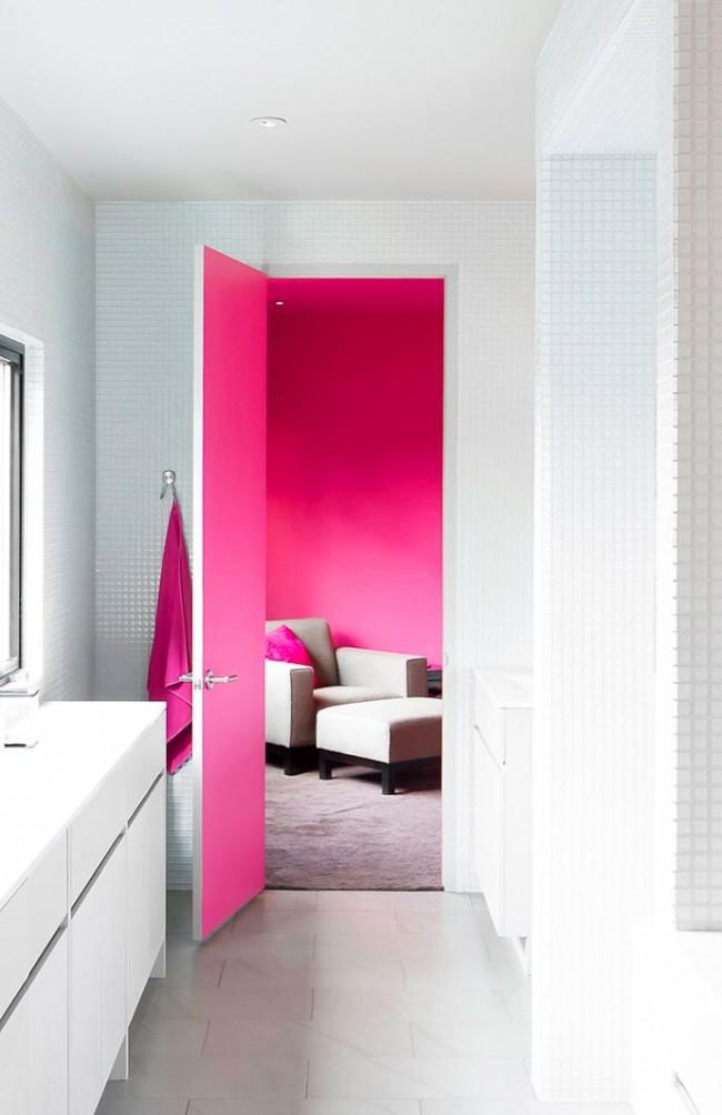 Хороший вариант окрашивания дверей подойдет для ситуации с разным цветовым оформлением комнат