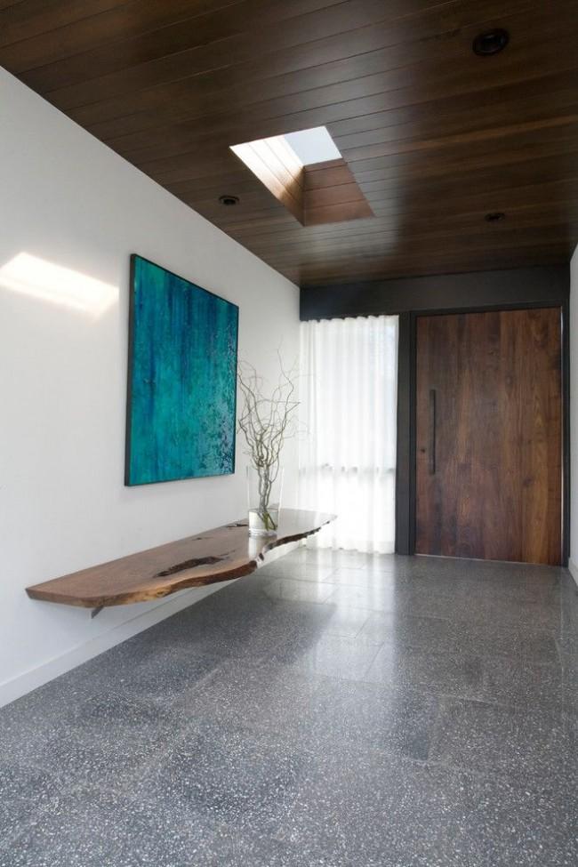 Керамика на полу в коридоре частного дома